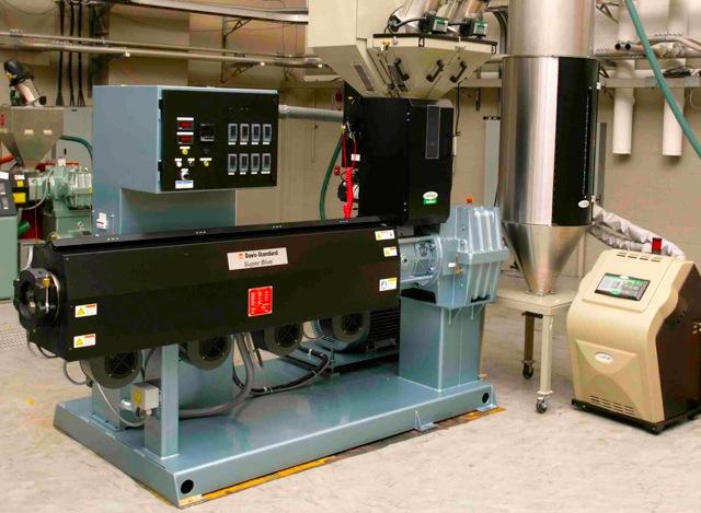 Davis-Standard 90mm Euroblue extruder met Conair feed systeem en droger